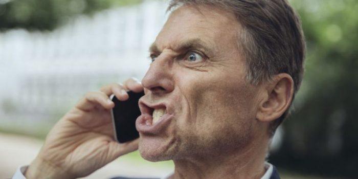 negociar con el cliente por teléfono
